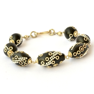 Handmade Bracelet having Black Beads with Metal Rings & Chains