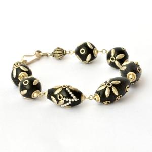 Handmade Bracelet having Black Beads with Flower Design using Accessories