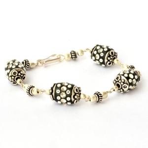 Handmade Bracelet having Black Beads with Rhinestones & Seed Beads