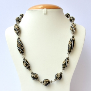 Handmade Necklace with Black Beads having Metal Rings & Chain
