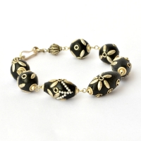 Handmade Bracelet having Black Beads with Flower Design using Accessories